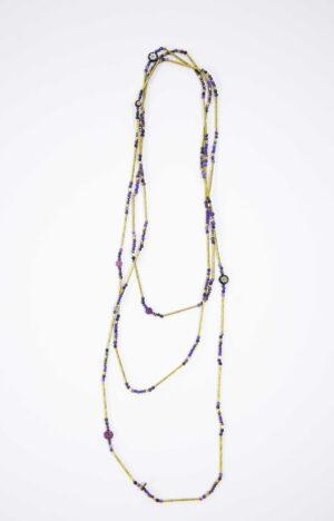 שרשרת זהב ארוכה בגווני כחול